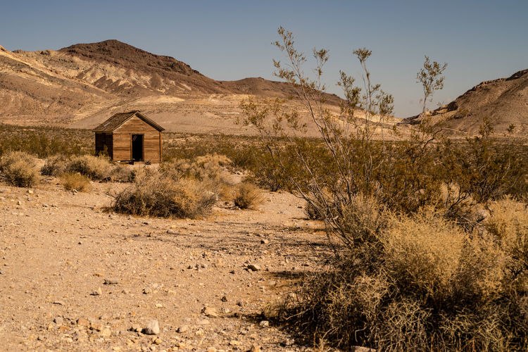 Tiny abandoned house in mojave desert ghost town of rhyolite, nevada, usa