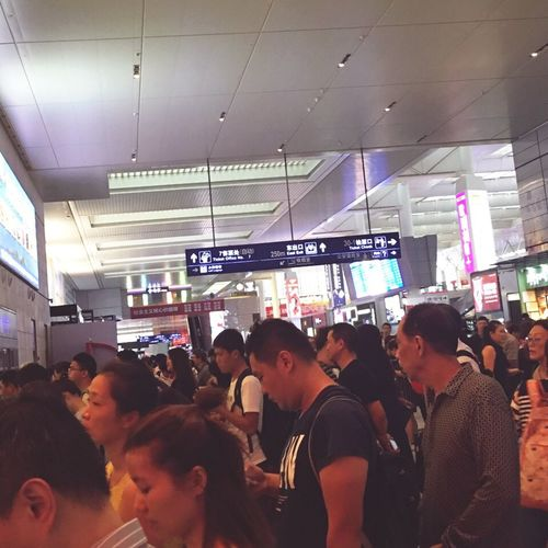 Indoors  Large Group Of People Men Crowd Person Walking Passenger Journey Travel Communication Lifestyles Illuminated Casual Clothing Ceiling Convenience Subway Platform Modern Subway Station Rush Hour Busy 每次都这么忙。来了个鲇鱼台风🌀停运了这么多高铁🚄