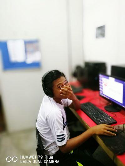 Berita tentang anak muda yang menang hadiah sota 2 sbyk 1.6 juta membuka peluang anak muda menjadi gamers. Nak jadi gamers berjaya kn usaha ..