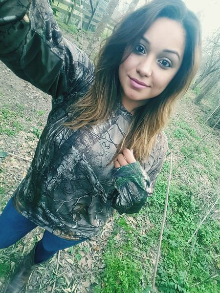 Blame it all on my roots!!!Hanging Out Check This Out Hello World Enjoying Life Camo Androidography That's Me Streamzoofamily Country Girl Smile Beautiful Selfie Big Brown Eyes Let Your Hair Down Outdoors Texas Girl