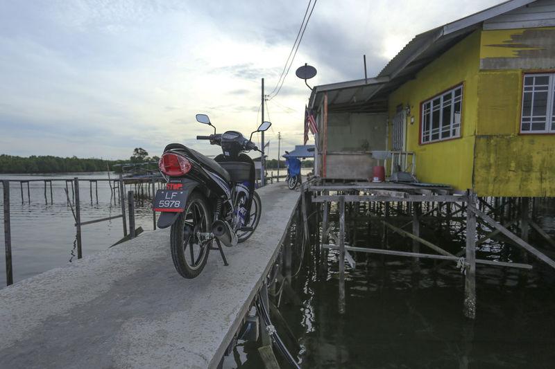 Water Village Cement Jetty Fisherman Village Jetty Modern Fisherman V Motorcycle Stilts Houses Water Water Village