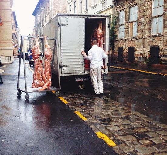 Meat Working One Man Only Not Vegan Van Food Delivery Streetphotography Streetfood Streetphoto Anatomy Food Culture