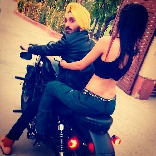 Jatt On Harley Naal Cheezi Vi Kaim Ya!!!! Honeybabahb Harleydavidson Shoot Sariraatnachna musicvideo vroom vrroooomm