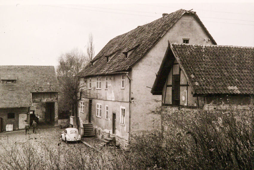 1940-1945 Dorf Fachwerkhaus Gutshaus Hessen Germany URALT Abandoned Architecture Building Exterior Built Structure Clear Sky Day Farmhouse Grass House Nature No People Outdoors Rural Scene Sky Tree