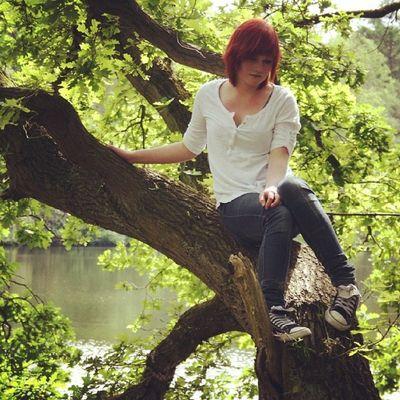 Oldpicture Redhad Red Hair selfie girl Chucks Tree greenandbrown summer ♡