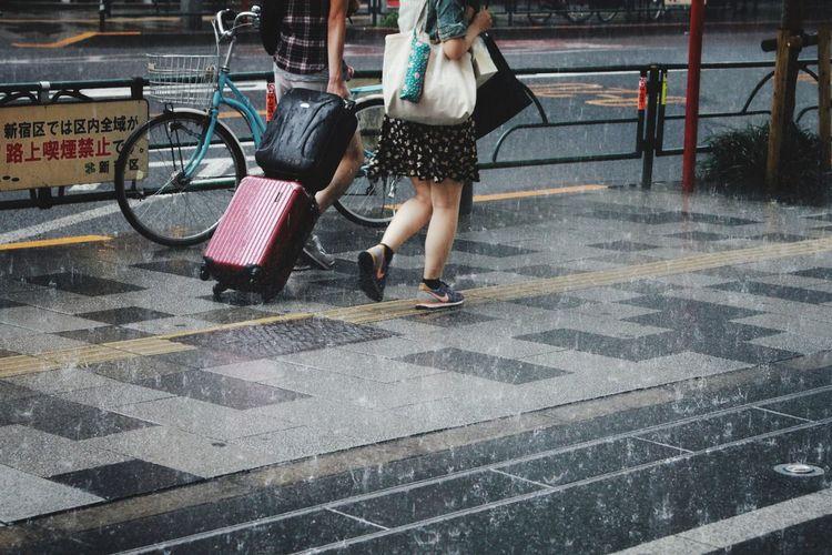 Hard rain/新宿ゲリラ豪雨 Hard Rain Hanging Out Street Photography Canon EOS 7D in Sinjuku Tokyo Japan