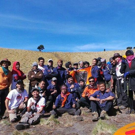 Alhamdulillah dan terima kasih untuk semua team pendakian bersama merbabu 2015 indosat@venturer.... Kehausan, kedinginan, kelelahan, kelilipan, kedebuan.. Kita rasakan bersama... Hingga,.. Keberhasilan, Keceriaan, kehangatan, kekompakan, Keindahan kita nikmati bersama.. Terbayar rasa lelah, ngantuk, dan grasak grusuk 2 minggu kebelakang kalau akhirnya seperti ini 😌.. Makasih ya Alloh, Makasih teman semua, Makasih Alam Indonesia.. Deru Debu Merbabu di Tujuh Puluh Tahun Dirgahayu Indonesiaku selalu di Kalbu.. Dirgahayu Indosatmania Indosat_adventurer Indonesiamountain Merbabu Merahputih Instalike 👏👏