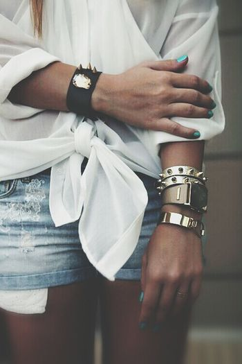 Acessories Fashion Street Fashion Tacky What do you guys think of this mix of accessories? We are not sure yet. :)