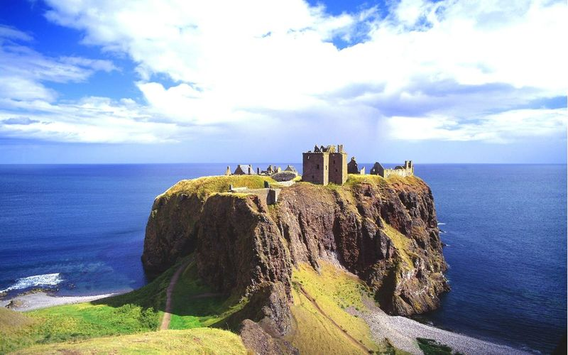 Dunnottar Castle By Sea On Cliff