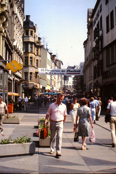 Halle DDR 1986 Street City Built Structure Outdoors People City Life