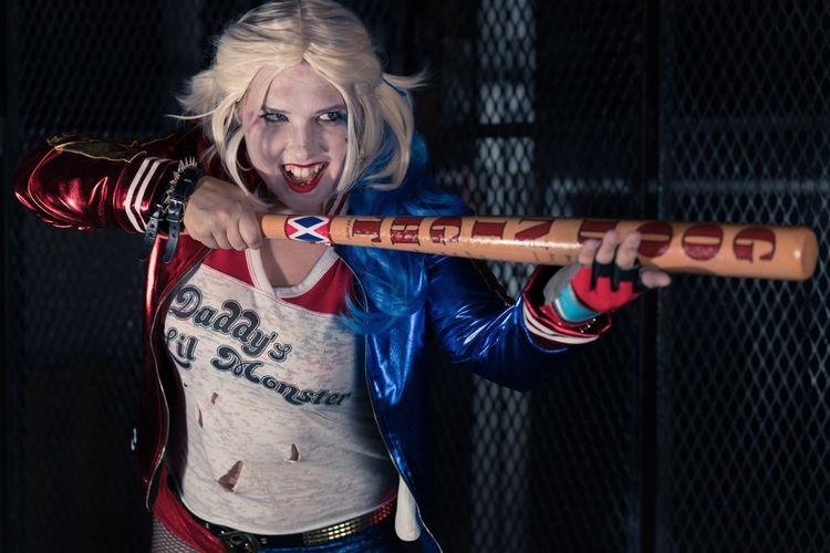 Persephone Phoenix - Harley Quinn (Suicide Squad Variant) - 2016 Cosplay Costume SuicideSquad Harleyquinn Dc Universe DC Comics Batman Portrait Urban Night Sony #sony Alpha Sonya7rii A7RII Zeiss Sel55f18z