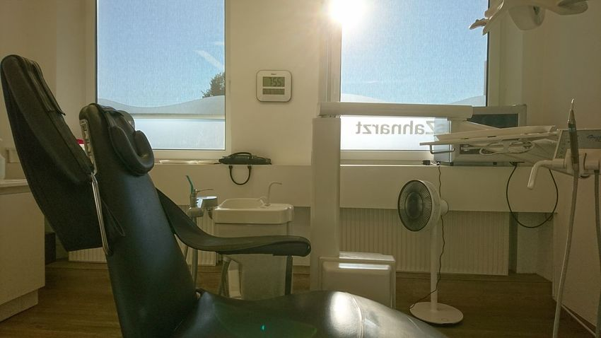 At the dentist. Hamburg Germany Hh Dentist Dentistry Dentist Visit Office Workspace Hygiene Cleanliness Order White Medicine Sun Light And Shadow Instruments Morning Morning Light Water Bathroom Business Finance And Industry City Door Sky