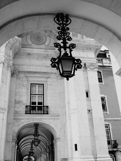 Black And White Blackandwhite Photography Lamp Streetphotography Lisbonne En Noir Et Blanc City Blackandwhitecity Architectural Detail Architecture Architecture_bw