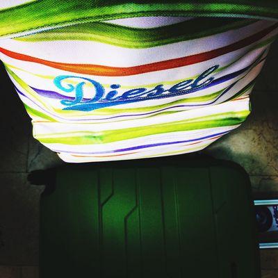 Piensa en verde acompañado de #diesel #backpack #mochila y que el calor no te detenga en tu día llévate esta combinación con #maleta #green #4wheels en #outletgacela #bolsosazkona #thebackpack al mejor precio Enjoying Life Moda Shopping Taking Photos Leganés