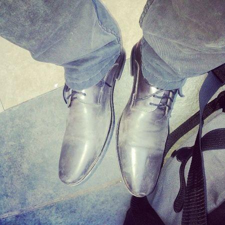 Zapatos Cansados ... Trabajados Sucios ... Final de el Dia