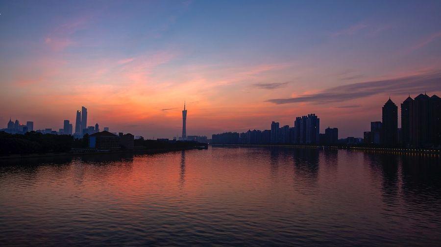 好心情(1) EyeEm Selects City Building Exterior Sky Architecture Built Structure Sunset