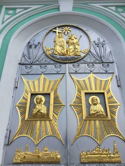 В Дивеево двери в храм Church Diveevo Diveyevo Дивеево собор монастырь