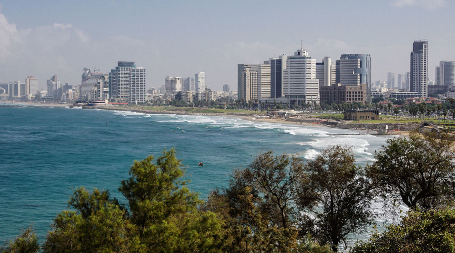 Tel Aviv Skyline ... Beach Calm Clear Sky Coast Community Hochhäuser Küste Meer Modern Ocean Outdoors Reflection Residential District Rippled Skyline Standing Water Strand Tel Aviv Travel Photography Traveling Water Waterfront Waves Wellen An Eye For Travel