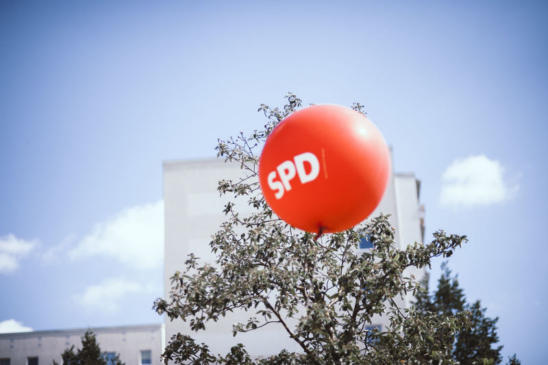 SozialdemokratischePar Balloon Celebration Cloud - Sky Communication Day Fragility Growth Low Angle View Nature No People Outdoors Plant Red Sign Sky Socialism Socialist Spd Sphere Sunlight Text Tree Vulnerability