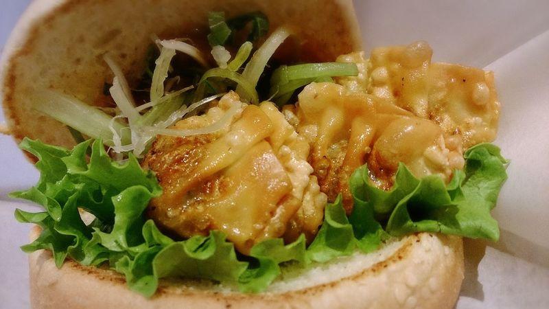 餃子バーガー☆ Humburger Gyoza Japanese Style Foodporn Yummy Lunch