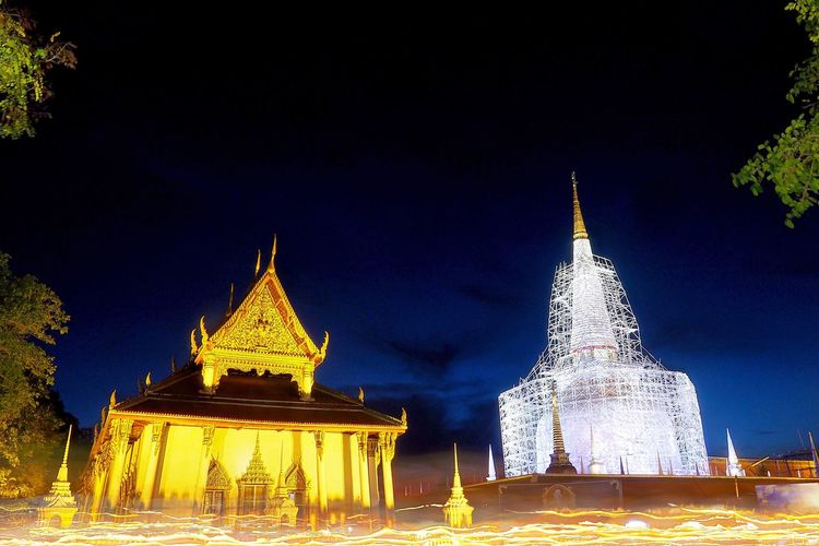 Wat Phra Ma Ha That Religion Architecture Spirituality Place Of Worship Pagoda Built Structure Night Building Exterior Gold Colored Illuminated Travel Travel Destinations Outdoors Tree No People Sky Wat Phra Mahathat Nakhon Si Thammarat นครศรีธรรมราช วัดพระมหาธาตุวรมหาวิหาร
