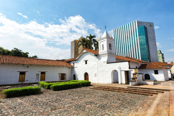 CALI, COLOMBIA, JUNE 10: View of the La Merced Church in Cali, Colombia on June 10, 2016. Cali Church City Colombia Downtown La Merced Latin America Tourist Tourist Attraction  Travel Andean Cauca Colombian  Colonial Day Merced Office Building Outdoors Skyscraper South America Street Tourism Tourist Destination Urban Valle