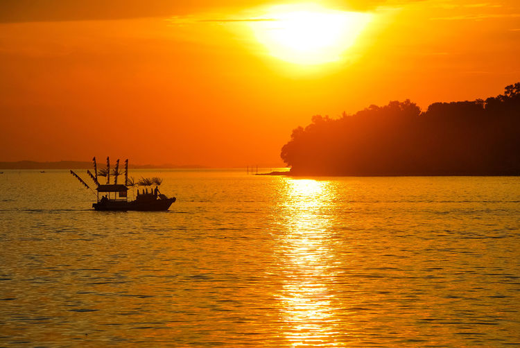 Sunset Orange Color Sea Silhouette Horizon Over Water Yellow Sailing Beauty In Nature Gold Colored EyeEm Selects Travel PenyengatIsland Stockphoto Sailing Boat EyeEm Best Edits Decorative Ship Sailing Ship EyeEmNewHere Sea Life Boats⛵️Ship Landscape Tourism Travel Destinations Scenics