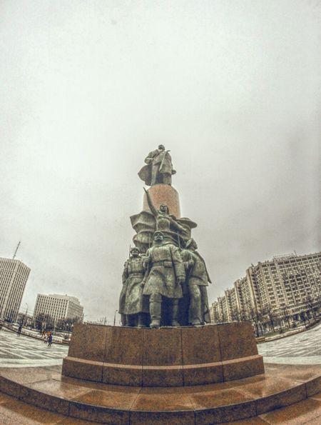 Statue Architecture Moscow, Москва Russia россия Cloudysky Fog Lenin Vladimir Iliich калужская площадь Bronze Outdoors City Life