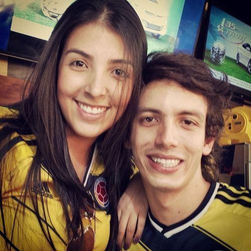 ¡¡Vamos por esa mi SeleccionColombia !! ⚽ ⚽ Entre amigos y family se pasa màs sabroso ¡Pura pasión colombiana! FuerzaTricolor