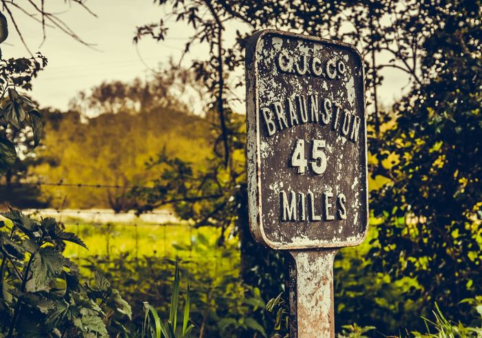 Sign Long Road Distance Canal Walks Rusty Things Selectivefocus Foreground Focus