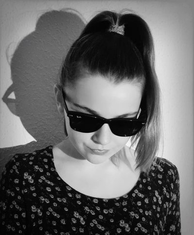 Sunglasses Beautiful Woman Real People One Person Looking At Camera Portrait Lifestyles Headshot Front View Beauty Indoors  Close-up One Young Woman Only Day Ona Llobet Mas Model Girls Beautiful People Young Model Model Fashion Studio Shot Eyeem Model  EyeEmNewHere Look
