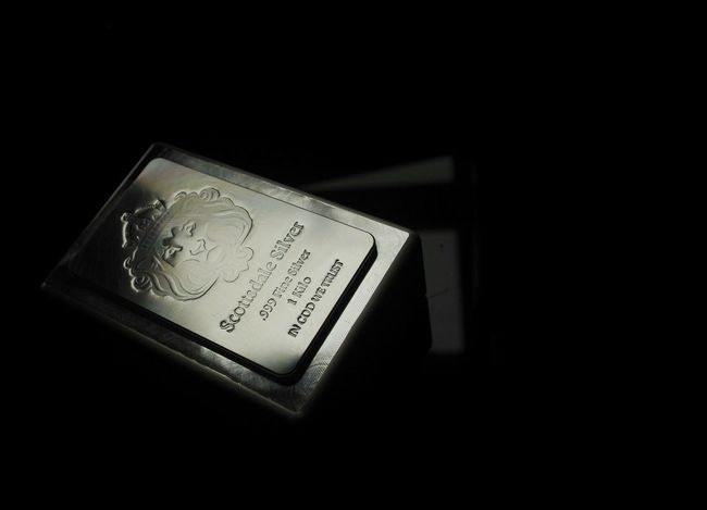 Close-up Silver  Scottsdale Silver Bar 1kg Silver - Metal Silver Colored Bokeh Bokehlicious