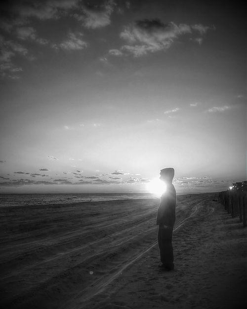 B&W Portrait Life Is A Beach Beach Beachphotography Beautiful Sunset Skylover People Photography Silhouette