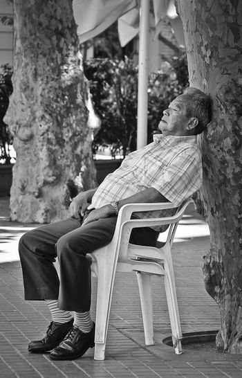 Adult Blackandwhite Chair Chinese Day Nap Old Man One Person Outdoors Portrait Sitting Sleeping Streetphotography Adapted To The City