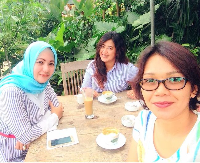 Meet up with My Besties.. 😘 Mobile Upload-Me & Friends Coffee Time With Friend By ITag Coffee Time With Friends Forever Friends - ITag