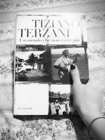 Lovebooks TizianoTerzani Reading Time Photosaroundtheworld Travel Destination History Paper Human Hand Myview Blackandwhitephotography