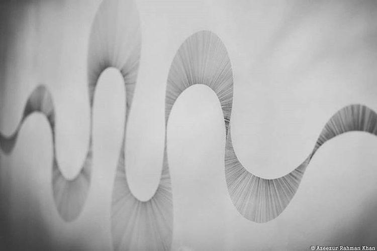 Wavy art by @paldengram Modernart Contemporary Artphotography Awesomebnw One__shot__ Bnwmood Blackandwhite Jj_monochrome Bnw_captures Bnw Bnw_art Blackandwhitephotography London Uk Paldenweinreb Bwzgz Rossiandrossi Mayfair Azeezkhanphotography