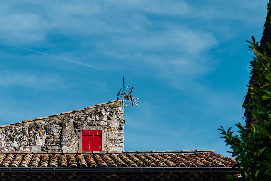 Antenna - Aerial Architecture Blue Building Exterior Built Structure Closed Cloud - Sky Day France Low Angle View Nature No People Outdoors Plane Provence Roof Shutter Sky Television Aerial The Week On EyeEem Tile Tiles Trace Tree Window Minimalist Architecture BYOPaper!