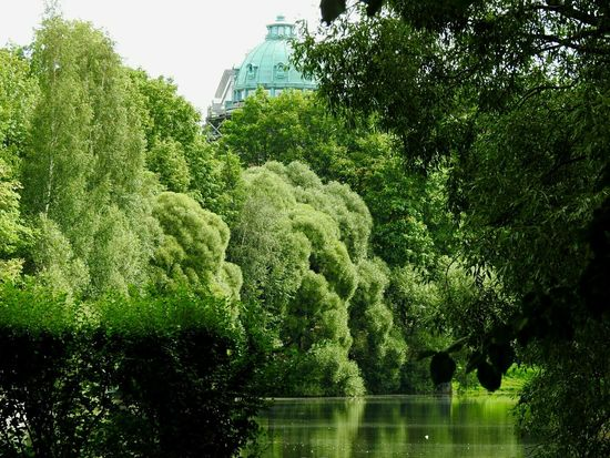 Tavrichesky Garden Water Motion Nature Beauty In Nature Waterfront Green Color Walking Around Battle Of The Cities Colors Of Sankt-Peterburg Sankt-Petersburg Russia