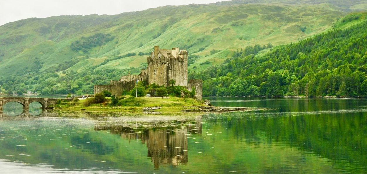 Tranquility Castle Highlands Green Eilean Donan Castle Scotland Reflection Ancient History Mountain Green Color Architecture Old Ruin Built Structure Nature Day Water Scenics No People Ancient Civilization Landscape Beauty In Nature Outdoors EyeEmNewHere