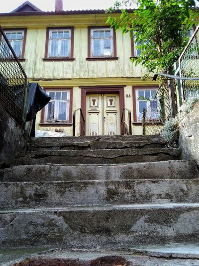 Ghosthouse Ghost House Haus Steps Steps And Staircases Geisterhaft Geisterhaus Spuk Dunkel Düster Gruselig Yellow Scary ANGST Treppen Treppe