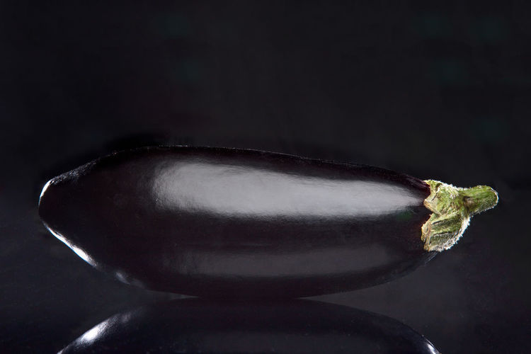 Nothing but the most beautiful eggplant in the world! 🍆🍆🍆😂 Black Background Cooking Eggplant Reflection Black Food Fruit Healthy Eating Healthy Food Studio Shot Vegetable