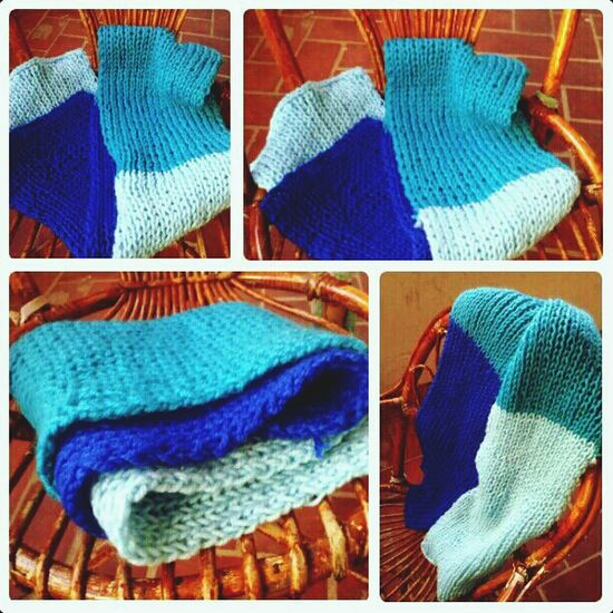 Relaxing Knitting Blue Bufanda