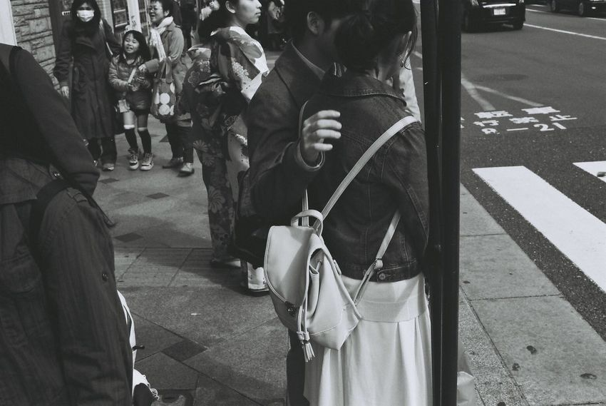 Canon Film EOS1 35mm Film 35mm Japan Kyoto Black And White Blackandwhite Filmphotography Streetphoto_bw People Watching Urban Spring Fever People Photography Photography In Motion People Peoplephotography Love Streetphotography Kimono Family Couple Lovely Monochrome Photography