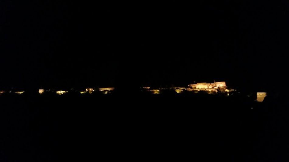 Die längste Burg der Welt! Burghausen Längste Burg Der Welt Bulding Night People Cool Globalwatching People Are People Traumhaftegebäude Globalworld Gebäude Dark Schönegebäude Enjoy Your Life Wonderful Landscape_Collection