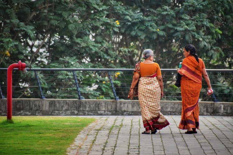 Eveningwalk Evening Time Oldwomen Walking Around The City  Friends ❤ Friendship. ♡