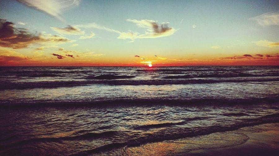 Sunset #sun #clouds #skylovers #sky #nature #beautifulinnature #naturalbeauty #photography #landscape Nubivagant Seaside MagicMoments Lovely Day EyeEm Nature Lover