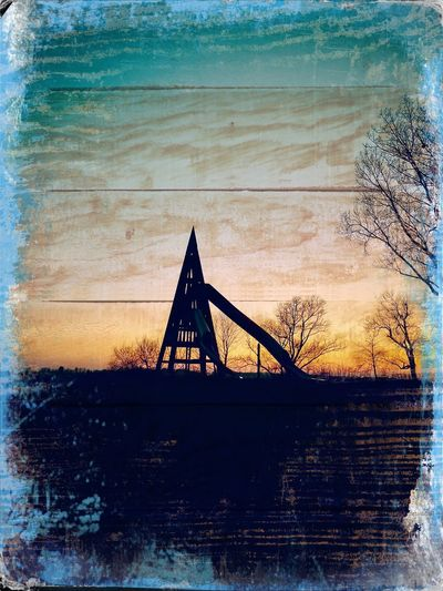 016/365 Sunset an der Elbe Photo365 Bilsbekblog Huaweiography Huaweimate10pro Smartphoneography Hipstamatic Hipstamatic340 TwoRiversHipstaPac Photooftheday Sorcerer86 Eyeemgermany Eyeemwedel Water Built Structure Sky Sunset Travel Destinations Architecture Outdoors Day No People