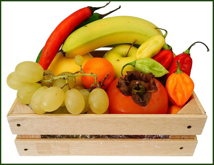 Composizione frutta Fruit Healthy Eating Red Food And Drink Freshness Food Multi Colored No People Variation Close-up Day Uva Che Cresce🍇 Uva Banana Mela Mandarino Peperoncino Piccante Peperoncino Habanero Cassetta First Eyeem Photo