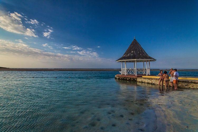 Beach meeting. Sandalsroyalcaribbean Beach Beachphotography Beach Photography Caribbean Jamaica Ocean Showcase: March The Week On Eyem